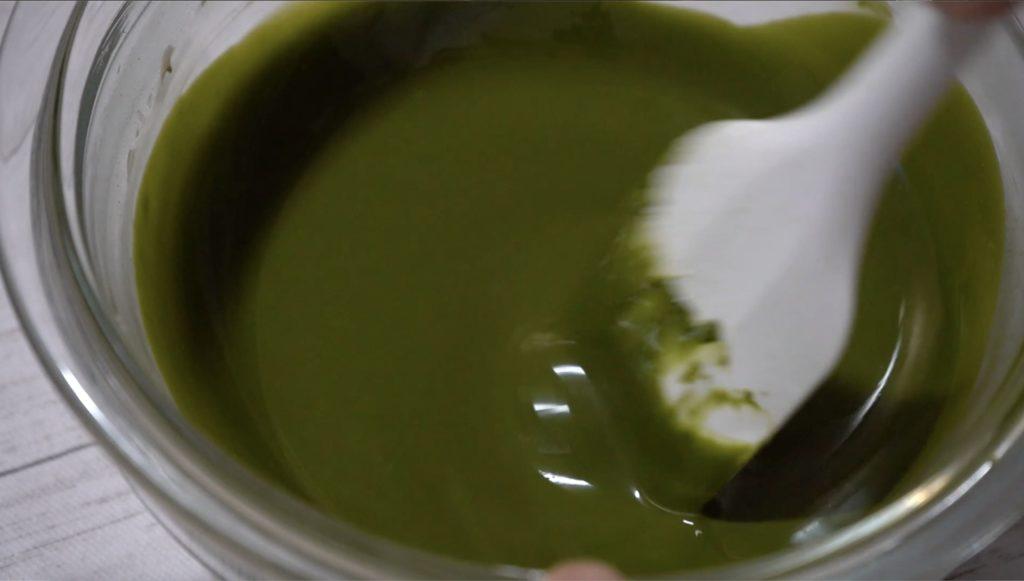 太白ごま油を加えると、かなりサラサラになります。